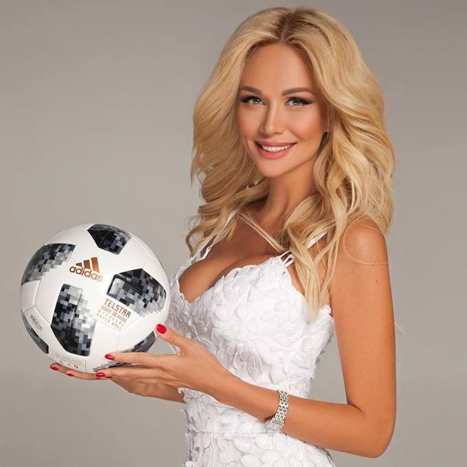 <p> Đăng quang 15 năm trước, Hoa hậu Nga Victoria Lopyrevi được chọn làm Đại sứ ở giải bóng đá lớn nhất hành tinh. Cô được nhận xét là đại sứ nóng bỏng, gợi cảm nhất lịch sử World Cup.</p>