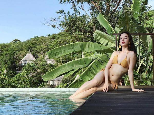 Khánh Linh The Face chứng minh ngực phẳng vẫn đầy sexy khi diện bikini.
