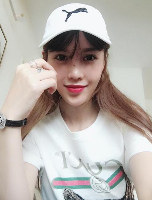 Quế Vân tự tin khoe chiếc mũi mới chỉ sau 8 ngày phẫu thuật thẩm mỹ. Mục tiêu của cô là có chiếc mũi giống như Song Hye Kyo.