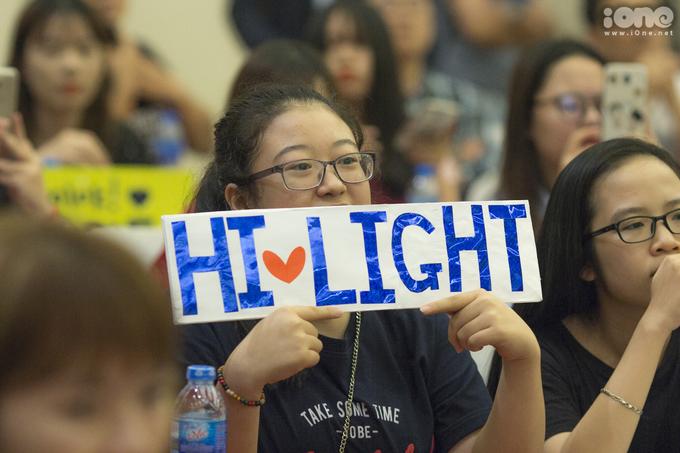<p> Những bạn trẻ tham dự buổi họp báo hôm nay được lựa chọn từ các fan club chính thức của Highlight tại Việt Nam và trên fanpage I Love K-Food.</p>