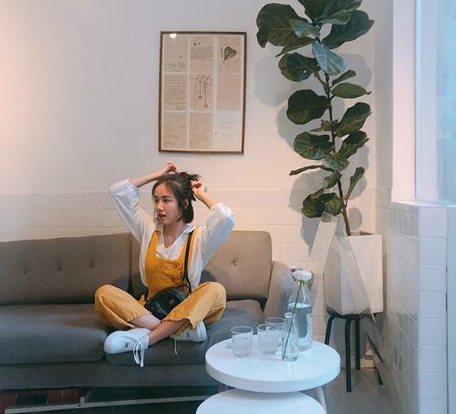 Với mái tóc ngắn đơn giản nhưng Phương Ly không ngạibiến hóa hình ảnh bản thân mỗi ngày. Nhìn Phương Ly, chẳng ai nghĩ cô bạn sinh năm 1990.