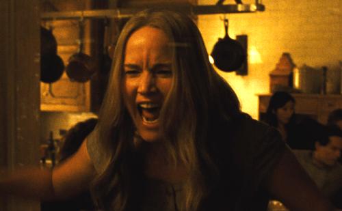 Jennifer Lawrence đã bị thương vì quá căng thẳng khi diễn xuất.