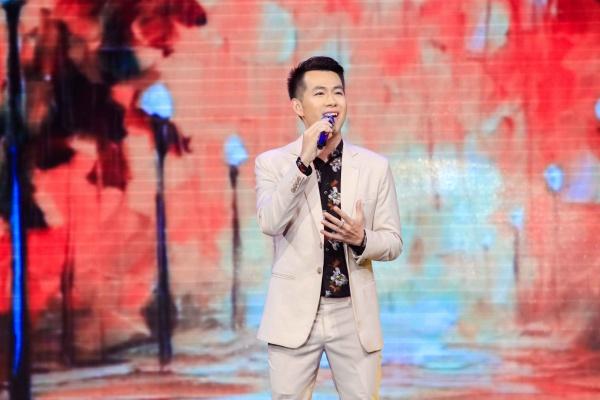 Đêm nhạc còn có sự góp mặt của Hồ Trung Dũng với ca khúc Ngày không em, Tháng sáu trời mưa...