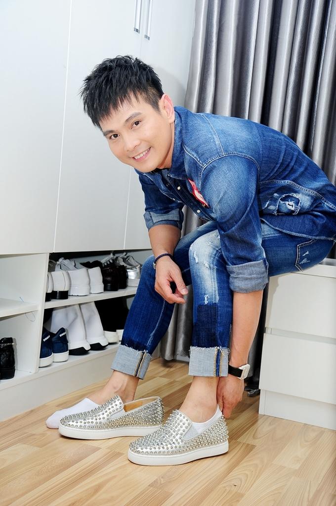 <p> Căn phòng chứa quần áo, phụ kiện không khác gì shop thời trang thu nhỏ.</p>