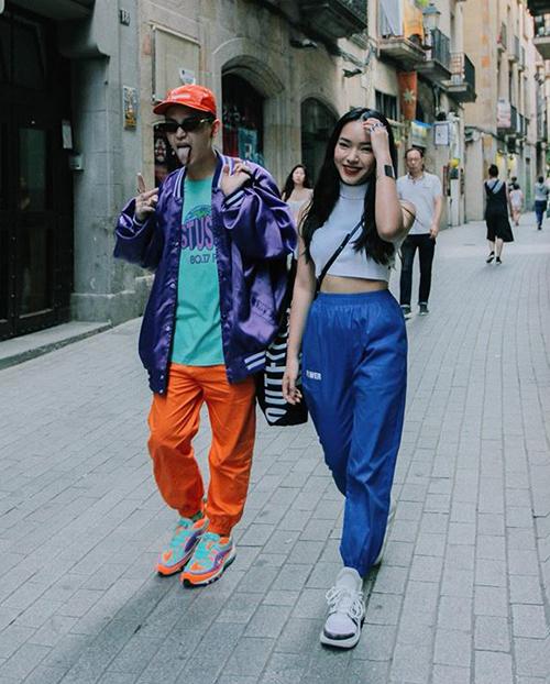 Cặp đôi Châu Bùi - Decao tông xuyệt tông phong cách sporty cool ngầu nổi bật trên đường phố châu Âu.