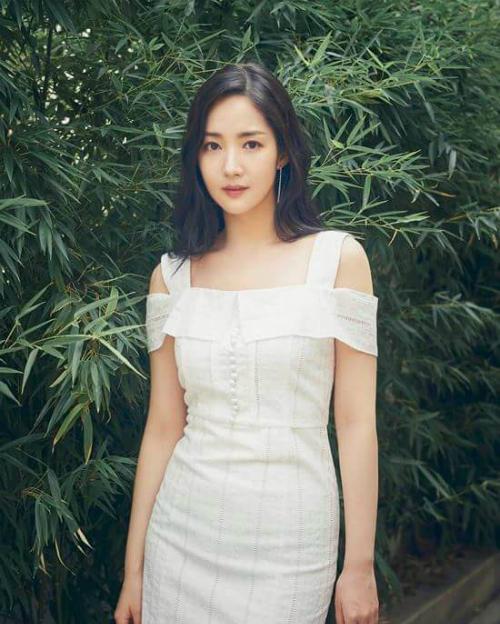 Nữ thần dao kéo Park Min Young diện đồ trẻ trung vượt bậc so với tuổi - 9