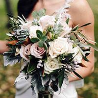 Trắc nghiệm: Bó hoa cưới yêu thích tiết lộ hôn lễ trong mơ của bạn