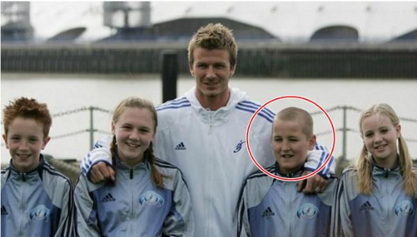 Harry Kane thừa nhận anh là fan lớn của Becks. Năm 2005, Kane khi ấy 11 tuổi có dịp chụp chung với thần tượng khi Becks đến dự khai trương Học viện bóng đá ở Greenwich (London).