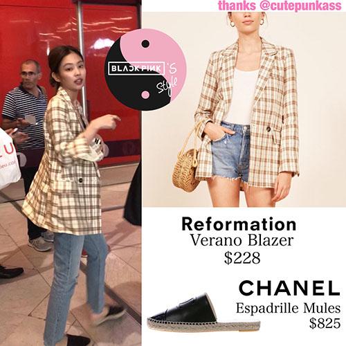 Khi sân bay về Hàn, Jennie chọn trang phục tối giản với blazer kẻ. Đôi dép lê Chanel có giá lên tới 19 triệu đồng.