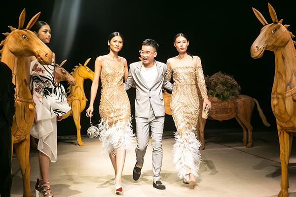 Hà Duy và người mẫu trong show Xuân Hè 2018 ở Tuần lễ thời trang Việt Nam.