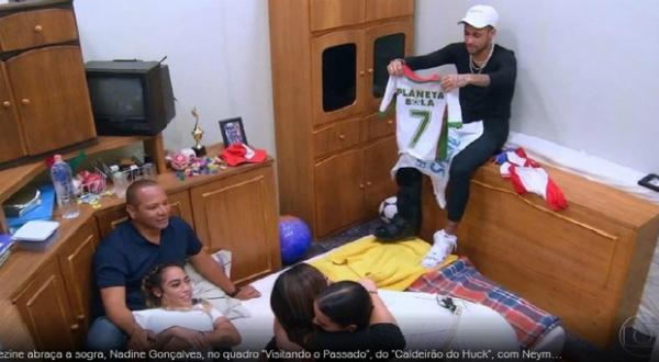 Cầu thủ đắt giá nhất hành tinh Neymar bật khóc nức nở khi trở về căn phòng gian khổ - 3
