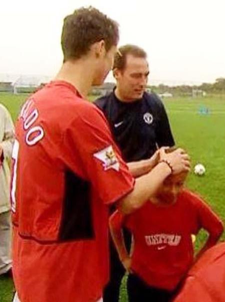 Trong một lần đến thăm lò đào tạo trẻ của Manchester United, Cristiano Ronaldo rất ấn tượng với kĩ năng chơi bóng của Jesse Lingard. Siêu sao người Bồ Đào Nha đã không ngần ngại xoa đầu khen ngợi Lingard. Cậu bé 11 tuổi năm ấy giờ đây đã trở thành ngôi sao tương lai của ĐT Anh và ở thế đối đầu với chính thần tượng của mình tại VCK World Cup 2018.