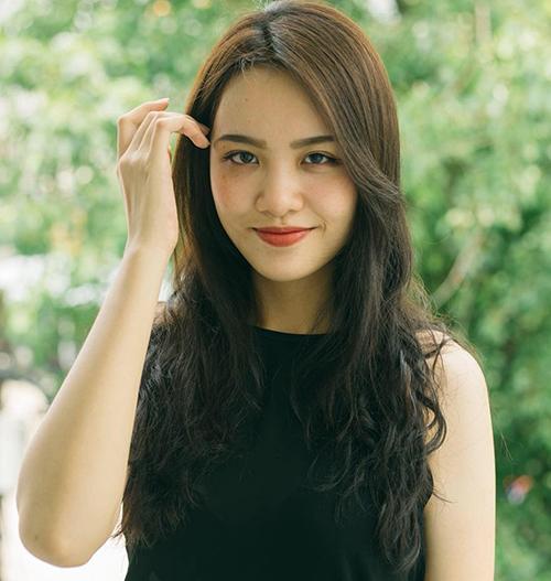 Cùng với việc giảm cân, Thủy Tiên cũng biết chăm lo cho vẻ ngoài hơn bằng cách thay đổi kiểu tóc, chọn lối trang điểm phù hợp...