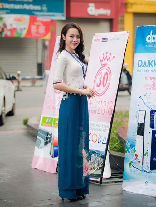 Cô gái mang vẻ đẹp dịu dàng này sinh năm 1988, đến từ Đồng Tháp. Cô sở hữu chiều cao 1,74 m cùng số đo ba vòng 92-63-95.