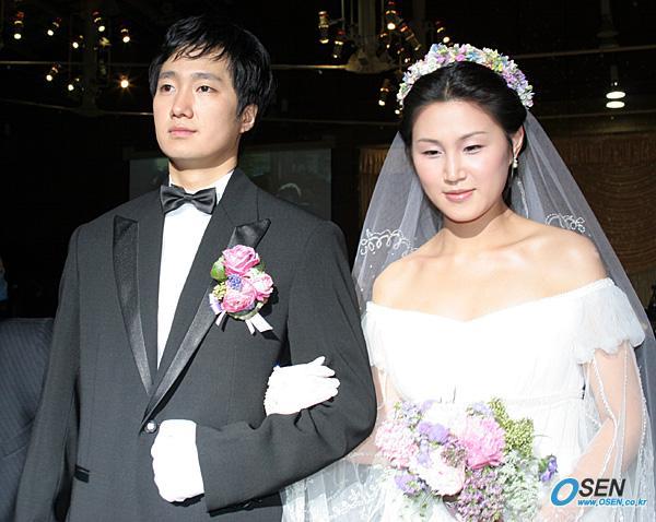5 sao Hàn nên duyên chồng vợ với fan
