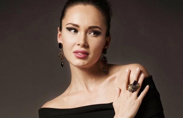 Nữ ca sĩ xinh đẹp