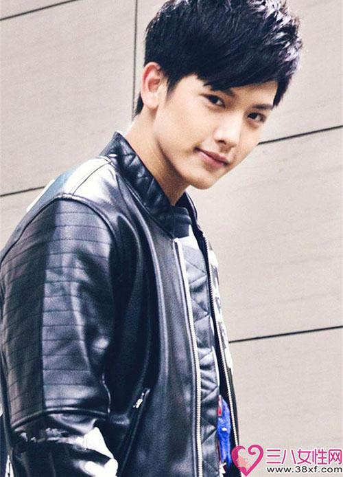 Ngôi sao xứ Đài không ngại thể hiện tình cảm với idol Kpop.