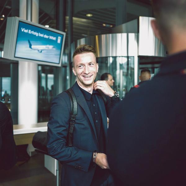 Marco Reus hút hồn fan nữ với phong thái quý ông cùng nụ cười quyến rũ.
