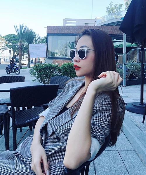 Đàm Thu Trang được khen ngày càng xinh đẹp từ khi hẹn hò với Cường Đô la.