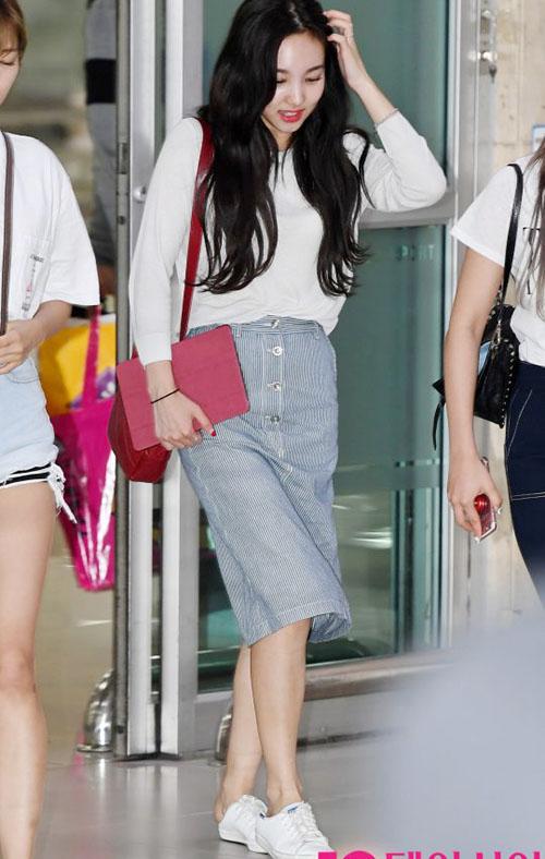 Sana thành biểu tượng gợi cảm, Soo Jung lộ vòng eo trong mơ - page 2 - 2