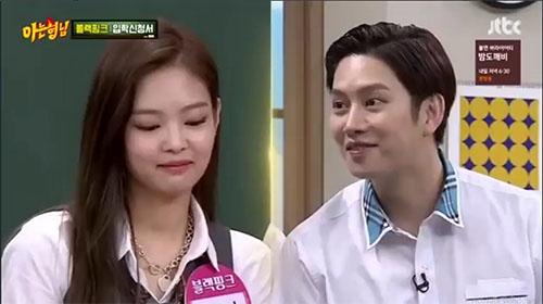 Hee Chul khá quan tâm khi Jennie đến làm khách mời.