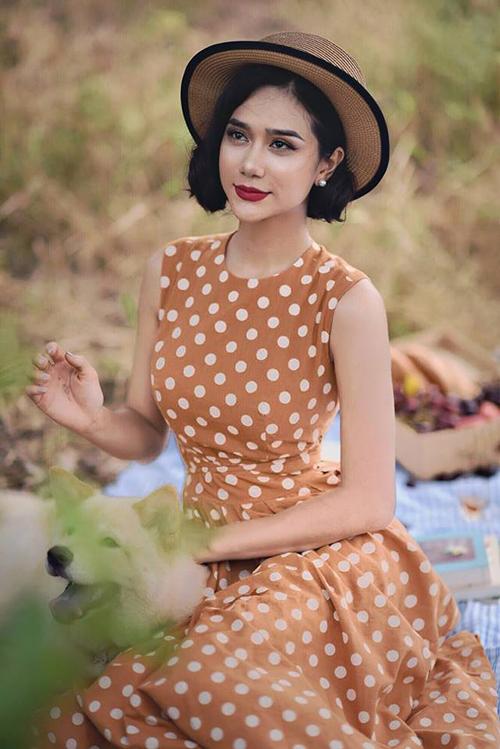 Bên cạnh đó, cô còn nhận lời làm người mẫu ảnh cho lookbook của các hãng thời trang.