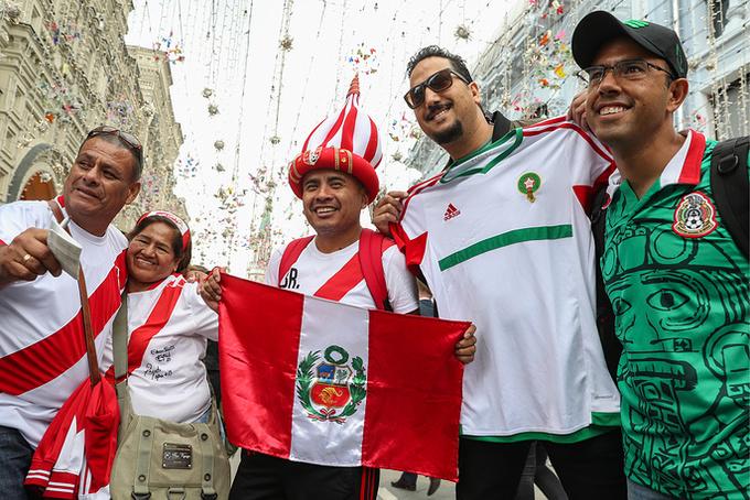 <p> Những người hâm mộ Peru trên Phố Nikolskaya.</p>