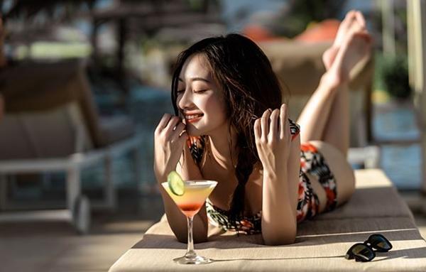 Jun Vũ chắc hẳn là cái tên và gương mặt quá quen thuộc với nhiều bạn trẻ. Cô nàng tên thật là Vũ Phương Anh (sinh năm 1995, đinh cư tại Thái Lan năm 15 tuổi), được biết đến với vai trò người mẫu, nữ diễn viên tại Việt Nam.