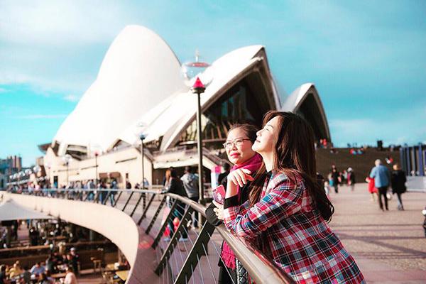 Hương Tràm và mẹ tận hưởng ngày cuối cùng ở Australia.