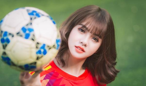 Khánh Huyền là gương mặt xinh đẹp, quen thuộc với giới trẻ.