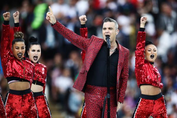 Robbie Williams trong Lễ Khai mạc World Cup 2018.