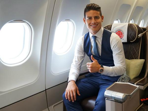 James Rodriguez (sinh năm 1991) là cầu thủ bóng đá người Colombia đang thi đấu ở vị trí tiền vệ cho Đội tuyển bóng đá quốc gia Colombia. Dù chưa thi đấu nhưng anh là một trong những gương mặt khiến chị em đứng ngồi không yên vì quá điển trai.