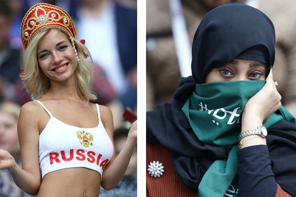 Cùng góp mặt trên sân vận động Luzhniki ở Moskva hôm 14/6 để cổ vũ cho đội nhà trong trận mở màn World Cup, những nữ CĐV Nga xinh đẹp phô diễn đường cong nóng bỏng trong trang phục croptop. Trong khi, người hâm mộ Saudi Arabia đội khăn trùm đầu phủ kín mặt, chỉ lộ ra đôi mắt.