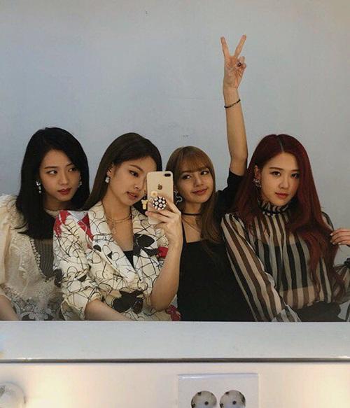 Black Pink chia sẻ hình hậu trường nhân dịp tung MV mới.