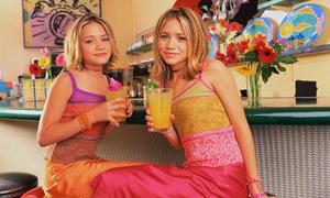 Hành trình từ sao nhí đến 'fashion icon' của cặp sinh đôi nổi tiếng nhất thế giới