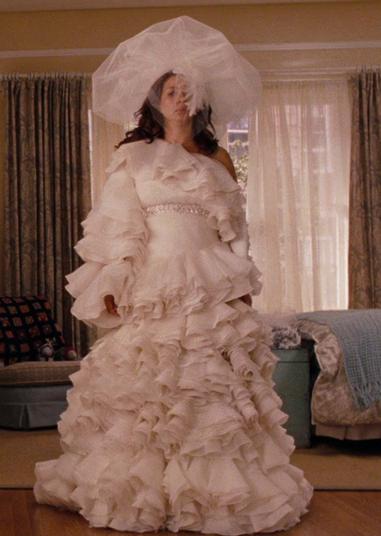 Những chiếc váy cưới thảm họa trong lịch sử phim ảnh Hollywood