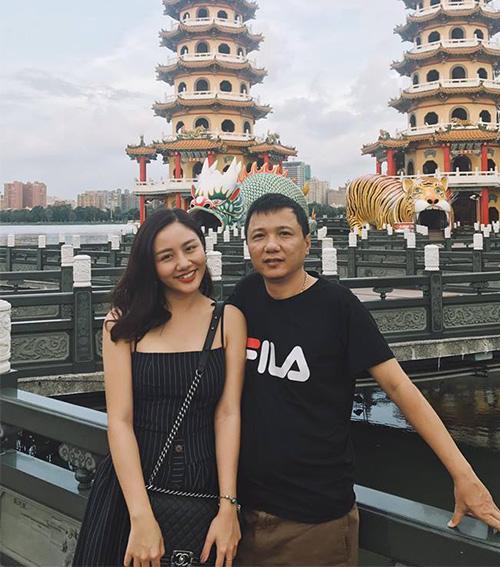 Văn Mai Hương khoe ảnh đi du lịch cùng bố trẻ như... anh trai nhân Ngày của Cha.