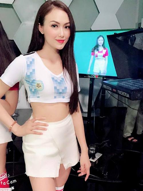 Hà Vũ (sinh năm 1995) là hot girl cổ vũ cho đội tuyển Argentina trên chương trình Nóng cùng World Cup.