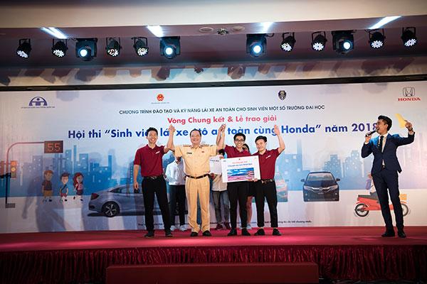 Giải nhất thuộc về các sinh viên Đại học Bách khoa Hà Nội.