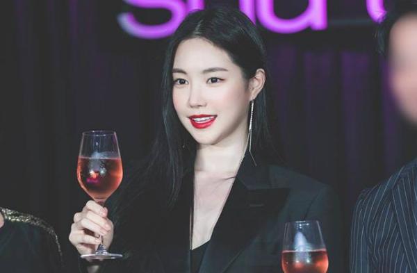 Gương mặt của Na Eun bị nhận xét khác nhiều so với trước đây.