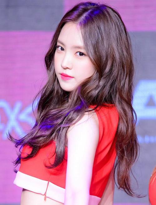 Na Eun vốn có khuôn mặt tròn ngây thơ rất được fan Kpop yêu thích.