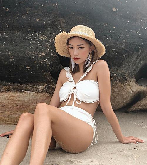 Sa Lim có làn da rám nắng, vóc dáng mảnh mai nhưng vòng nào ra vòng nấy rất quyến rũ.