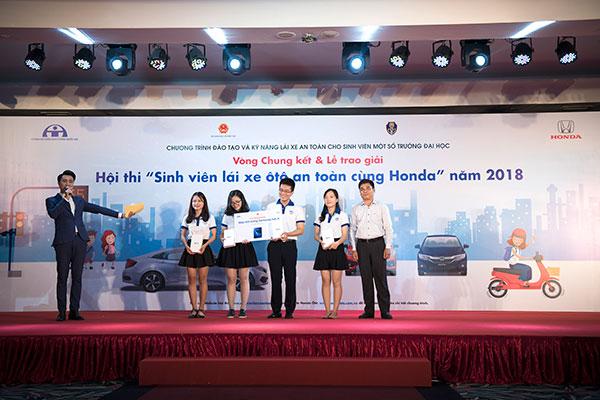 Giải ba thuộc về Đại học Kinh tế quốc dân Hà Nội.