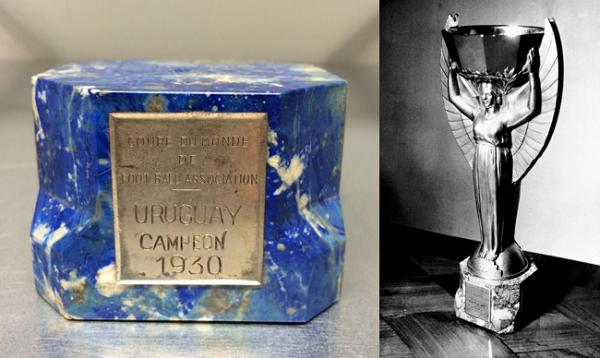 Đế cẩm thạch và nguyên bản chiếc cúp Jules Rimet