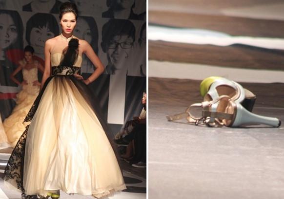 Hoa hậu Thùy Dung chung số phận với nhiều người mẫu Việt vì đi giày rộng và mặc váy quá nhiều lớp. Cô đành để lại một chiếc giày trên đường băng, bước đi tập tễnh với gương mặt giữ nguyên thần thái để thể hiện sự chuyên nghiệp.