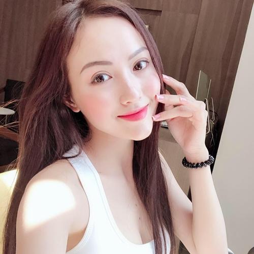 Trong số 32 cô nàng hot girl đại diện của những đội cầu mùa giải World Cup 2018, Hà Vũ được mệnh danh hot girl xứ Thanh là gương mặt gây chú ý bởi có vẻ ngoài xinh xắn.