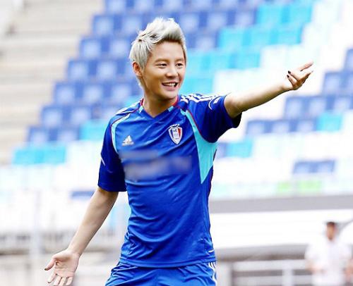 Những sao Hàn là fan cuồng nhiệt của bóng đá - 5