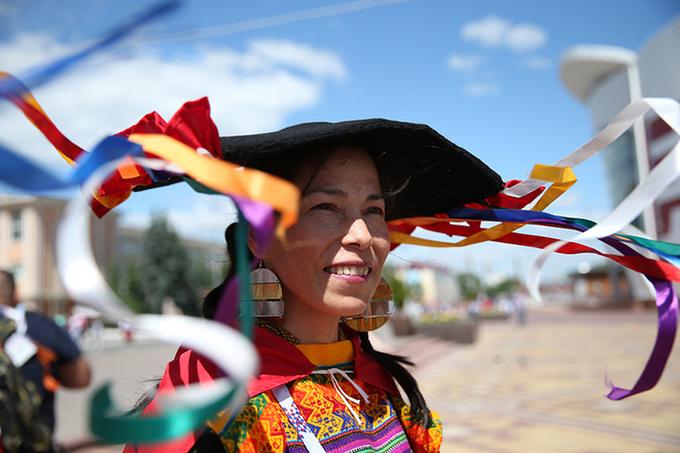 <p> Nữ CĐV Peru cũng diện bộ đồ sặc sỡ và cầu kì.</p>
