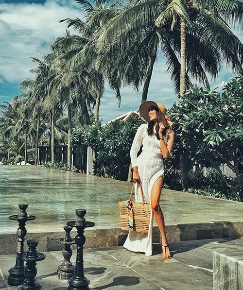 Lan Khuê xinh đẹp như bước ra từ tranh vẽ với bức ảnh thả dáng ở resort sang chảnh.