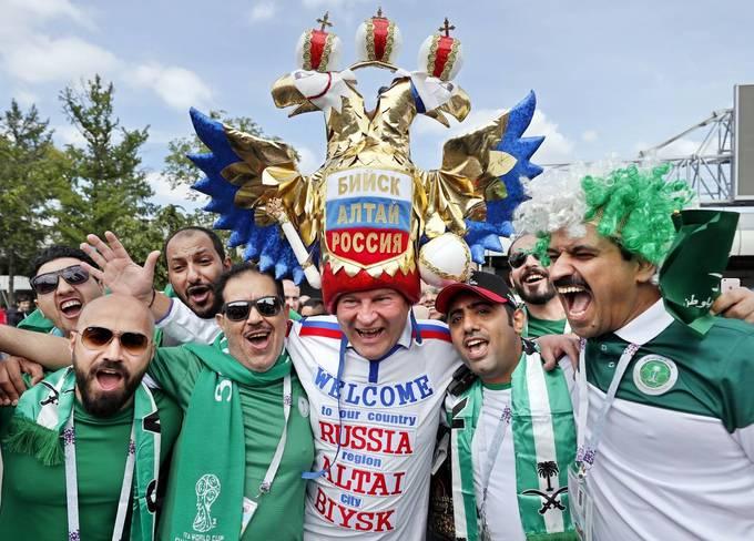 <p> Một người hâm mộ Nga ở St. Petersburg.</p>